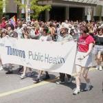 Le Service de Santé Publique de Toronto demande aux hommes homosexuels et bisexuels de se faire vacciner avant tout voyage à New-York